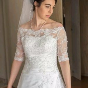 Elegant 3/4 sleeve lace wedding dress