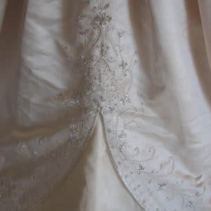 Wedding dress never been worn, brand new!